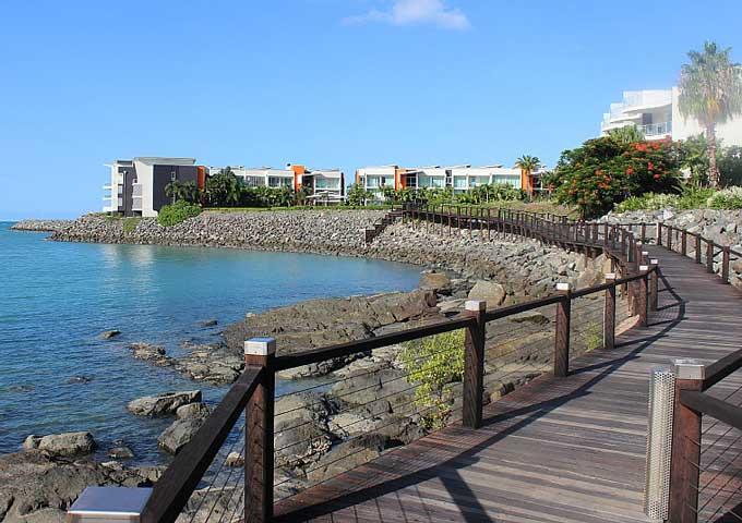 wooden boardwalk in Airlie Beach